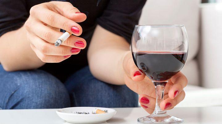 Zákaz kouření loni porušily stovky kaváren a restaurací