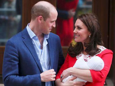 Britská královská rodina slaví, vévodkyně Kate porodila syna. Po sedmi hodinách opustila porodnici