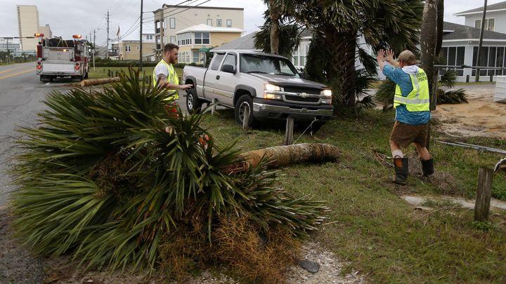 Hurikán Michael zeslábl na bouři, za sebou zanechal spoušť