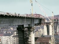 Nuselský most funguje 45 let. Nesl jméno po Gottwaldovi, otevírali ho milicionáři a testovaly tanky