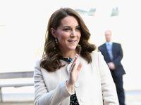 Královský porod se blíží. Vévodkyně Kate už je v porodnici, princ William ji doprovodil v autě