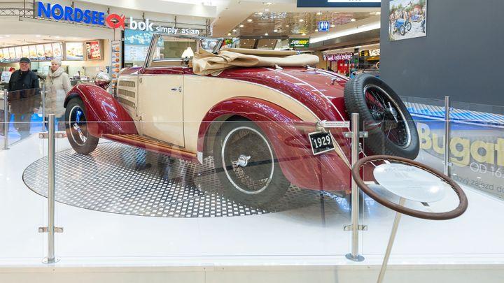 V Brně parkuje osmnáct Bugatti. Na výstavě slavné automobilky jsou k vidění  skvosty - Aktuálně.cz a630f553a2