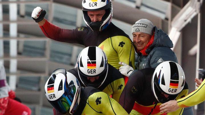 Německý pilot Friedrich ovládl i čtyřboby a má zlatý double, Češi skončili po třetí jízdě