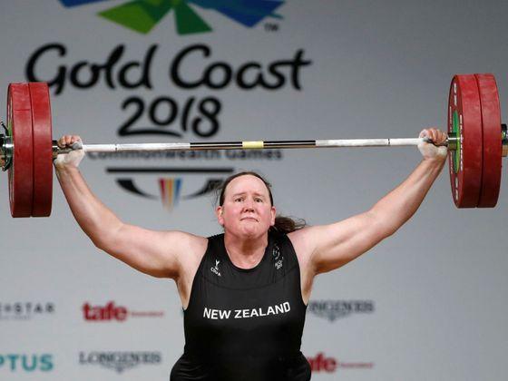 Vzpěračka Hubbardová jako první žena po změně pohlaví pojede na olympiádu