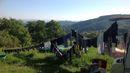 Ve vesnici na vrcholku hor zhruba 18 km od Dunaje žije v současnosti kolem 70 lidí. Většině je nad 50 až 60 let.