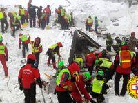 Pár hodin před lavinou žádal šéf hotelu v Itálii o pomoc. Klienti mají strach, psal policii