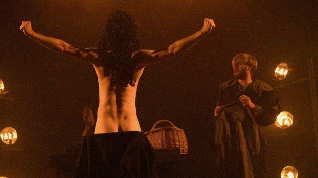 V inscenaci souboru Geisslers Hofcomoedianten divadelní mlha supluje barokní šerosvit.