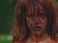 Krev, nahota i peníze. Rihanna jde v novém klipu za hranu