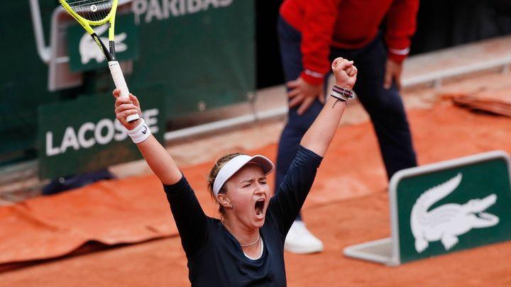 Česká bouře v Paříži a utrpení Federera. Jeho soupeř vzteky poplival kurt; Zdroj foto: Reuters