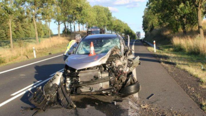 Řidič osobního auta zemřel po střetu s kamionem u Třeboně
