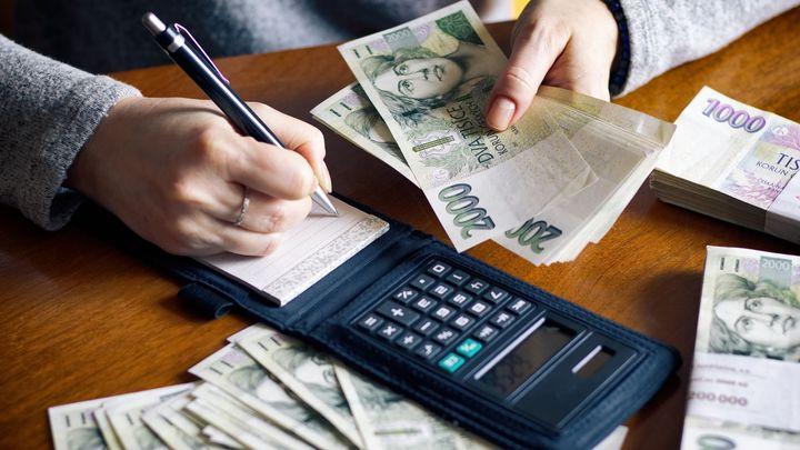Zeman vrátil bez podpisu daňový balíček do sněmovny. Od ledna 2021 snížení daní platí