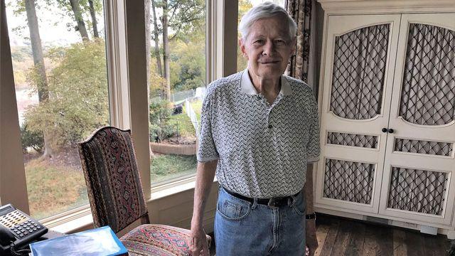 Fred Malek ve svém domě ve Virginii