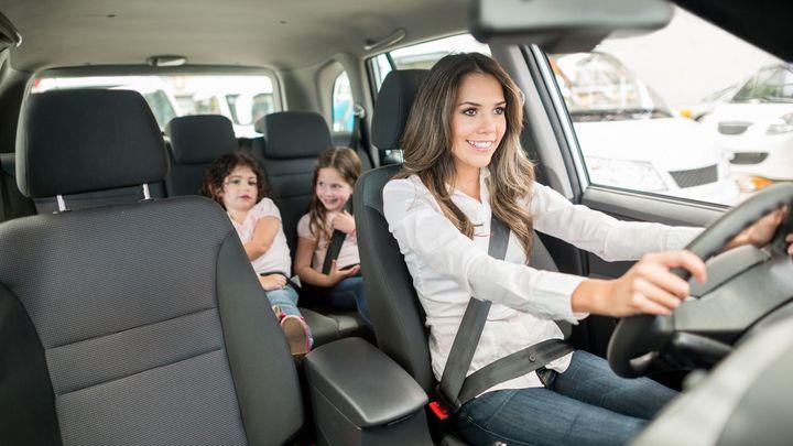 Jaké ojetiny si kupují ženy? Navzdory očekávání volí auta s manuálem a v top 10 je jen jedno SUV