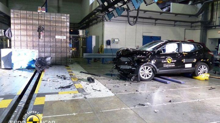 První crashtesty podle nových pravidel: Mercedes i Hyundai