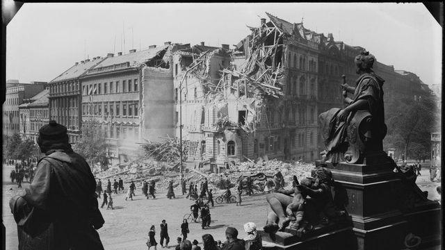 Jak Prahu poničila druhá světová válka  Výstava přibližuje málo známé  fotografie Josefa Sudka - Aktuálně.cz 12e9136bf5