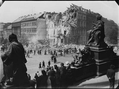 Jak Prahu poničila druhá světová válka? Výstava přibližuje málo známé fotografie Josefa Sudka