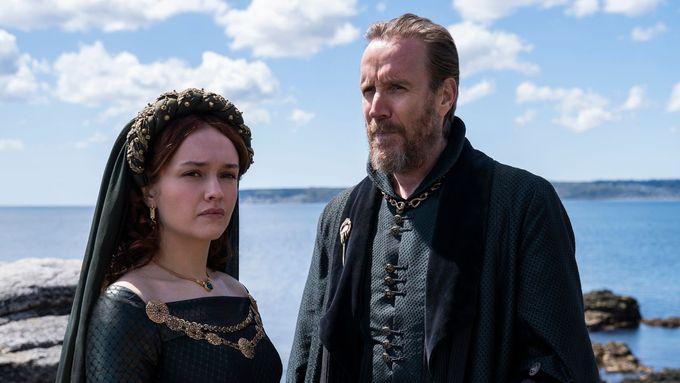 Olivia Cookeová a Rhys Ifans.