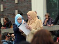 Útoků na zahalené ženy přibývá, muslimové v Česku se začínají stahovat do izolace, říká Černý