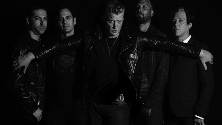 Americká rocková skupina Queens of the Stone Age včervnu přijede do Prahy