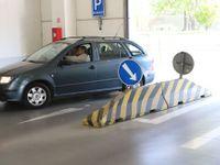 Foto: Nic pro začátečníky a vlastníky SUV. Test podzemních parkovišť v pražských nákupních centrech