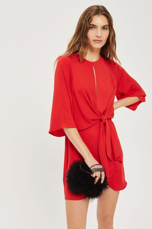 Co si vzít na vánoční večírek  Absolutním hitem jsou červené šaty. 19 26  Prohlédnout znovu Zavřít galerii. šaty c35a59b28b