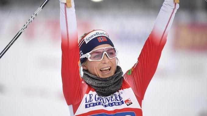 Johaugová je po dalším triumfu krok od rekordu, Nory porazil Rus Bolšunov