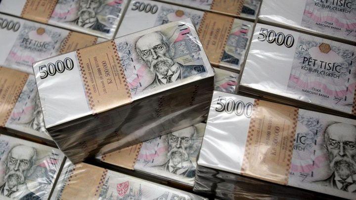Limit pro platby v hotovosti má klesnout na 270 tisíc korun