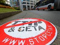 """Evropu blokuje 46 lidí. Klíčovou obchodní dohodu stopla """"Valonská sovětská republika"""""""