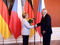 Živě: Pokud jste si pozvali ilegální migranty, nepřenášejte odpovědnost na nás, řekl Zeman Merkelové