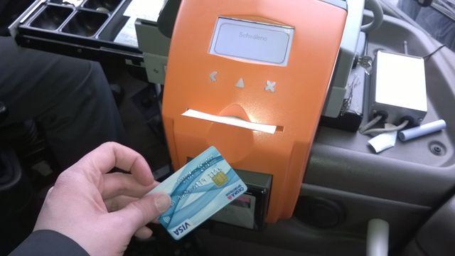 Jizdenku Si Uz Koupite Bankovni Kartou Bezkontaktne I V Mhd