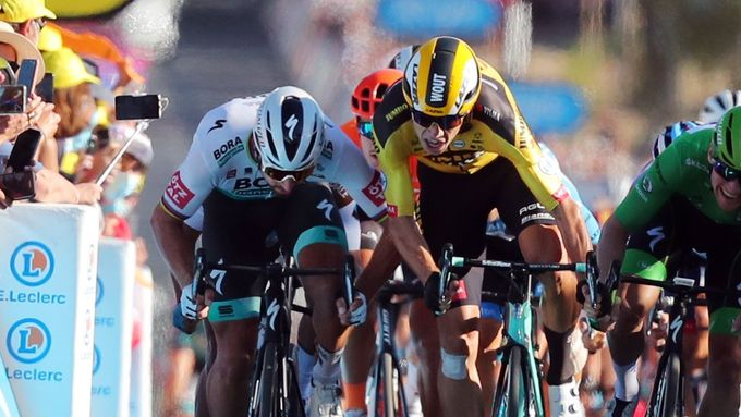 Peter Sagan a Wout Van Aert ve finiši 11. etapy Tour de France 2020