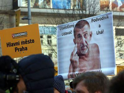 Konec vlády jedné strany! Podívejte se na demonstraci na Václavském náměstí