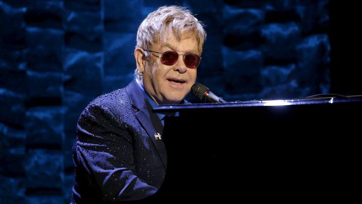 Elton John byl kvůli infekci v ohrožení života. Bože, Eltona, ne, modlí se fanoušci