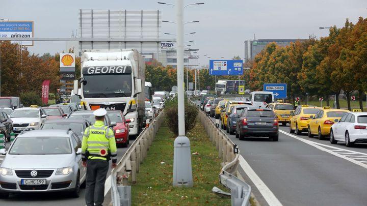 ŽIVĚ: Zablokují pražští taxikáři ulice hlavního města? Sledujte jejich protest na Strahově