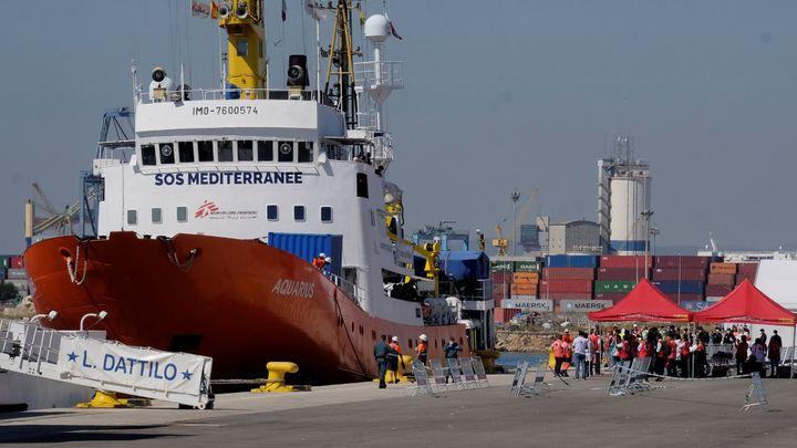 Loď Aquarius vyrazila znovu na moře, na palubu v pátek vzala 141 migrantů. Zatím neví, kam je doveze