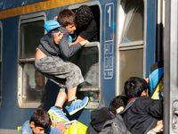 Živě: Maďaři otevřeli nádraží, vlak na Západ ale nevypraví