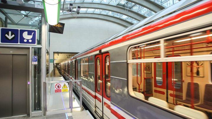 V nových tunelech metra si nezavoláte, smlouva má zpoždění