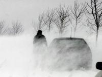 Vítr o rychlosti až 100 km/h trápí Česko. Lidé mají omezit túry na horách, pozor si musí dát řidiči