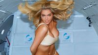 VIDEO Houstone, máme problém. Kate Upton ve stavu beztíže