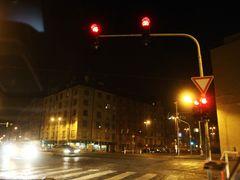 Tady je samozřejmě pracující semafor na místě.