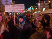 Živě: Tisíce lidí v centru Prahy žádaly demisi premiéra.