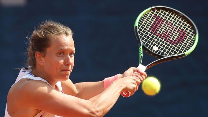 Ve finále čtyřhry v Dubaji byla v českém souboji úspěšnější Strýcová