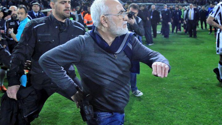 Majitel PAOK se omluvil, řecká liga ale zůstala zastavená