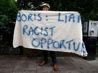 Veletoče Borise Johnsona. Rozbil zemi a teď to odmítl uklidit. Jaký hlupák, spílají mu Britové