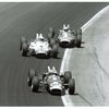 Indy 500: Jim Clark (82), A.J. Foyt (1) a Parnelli Jones (68) - 1965