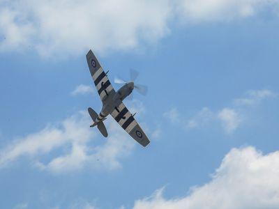 Válečný Spitfire našel letní sídlo u Plzně. Hodina letu stojí až 150 tisíc, v Česku je jediný pilot