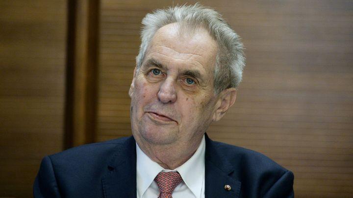 Prezident Zeman chce odvolat uznání Kosova, v čele země jsou prý váleční zločinci