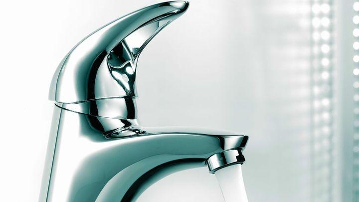 Spotřeba vody v Česku klesá, cena ale stále roste