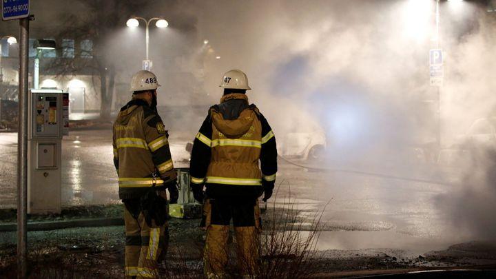 Na předměstí Stockholmu hořela auta, teroristický útok to však nebyl