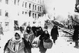 V době blokády žili v Leningradu také rodiče ruského prezidenta Vladimira Putina. Jeho otec byl vážně zraněn v bojích u řeky Něvy, matka v závěru blokády kvůli vysílení a hladu nemohla chodit. Putinův starší bratr během obléhání zemřel.